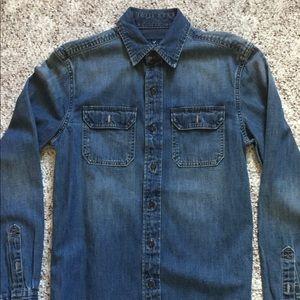 Men's classic fit denim button down shirt